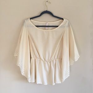 Tops - Cream top with flowy sleeves